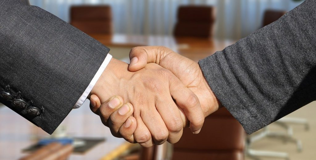 shaking-hands-3091906_1280